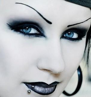 Bouche rouge Bouche bleue argentée Rouge à lèvre gothique